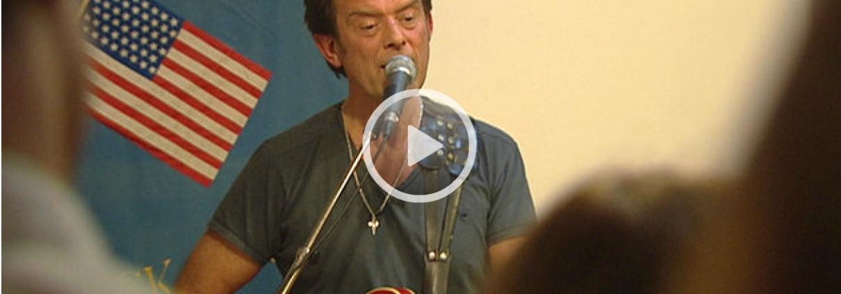 Efter over 40 år som musikproducer tager aarhusianske Kim Sagild nu et skridt frem